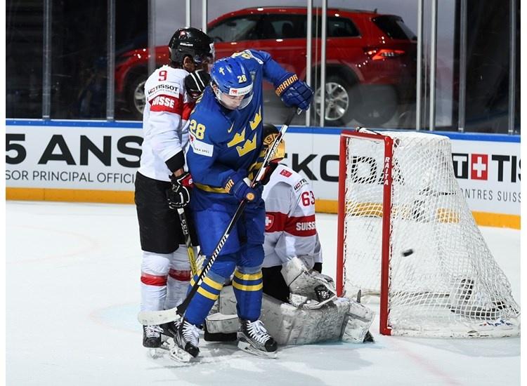 Švédi potvrdili úlohu favorita proti Švajčiarom (VIDEO)