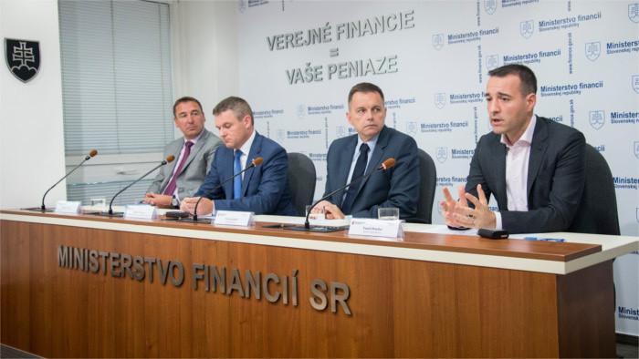 Каждый словак платит за государственные услуги 5200 евро