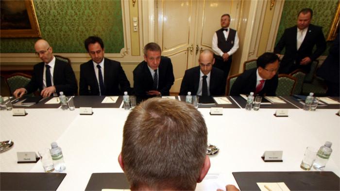 El premier se entrevista con empresas extranjeras para hablar sobre la corrupción