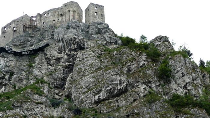 Знаменитый замок Стречно срочно санируется