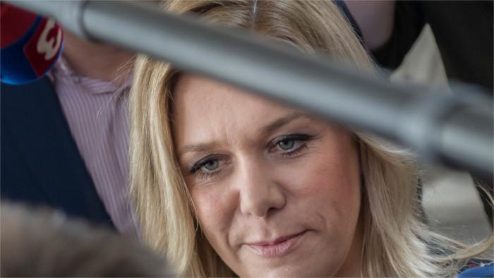 El jefe de Estado y la oposición critican la nominación de Denisa Saková para el cargo de ministra de Interior