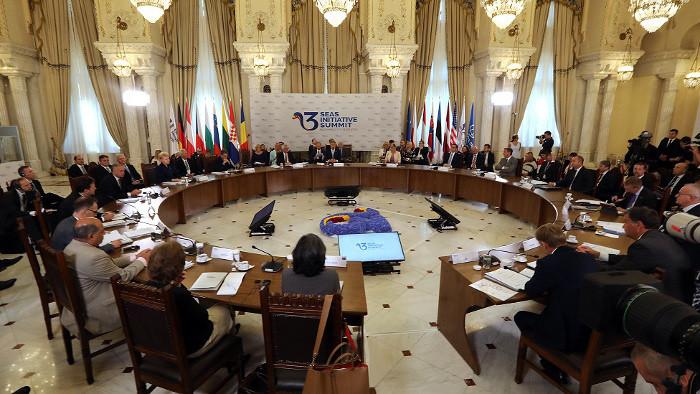 Drei-Meere-Initiative zur besseren Vernetzung Europas