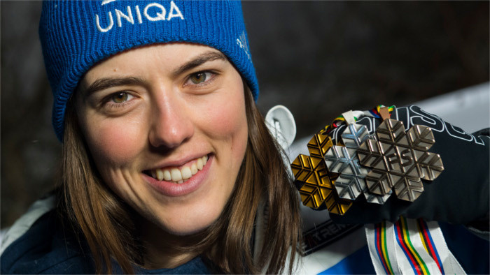 Skirennläuferin Petra Vlhová holt Gold, Silber und Bronze