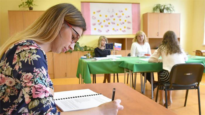 Начались выпускные экзамены учащихся средних школ