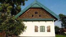 Se va recuperando la tradición de construir las casas con materiales naturales