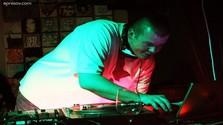 DJ Jazzy zahrá v špeciáli Bez Pózy_FM!