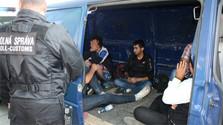 Police stop minivan carrying 16 migrants