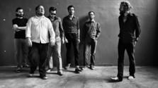 Najlepšia sobotná hudba: Para, Elvis Costello aj The Roots