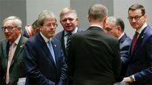 Robert Fico soutient la politique migratoire de Donald Tusk