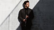 El clarinetista Pablo Barragán toca junto a la Orquesta de Cámara Eslovaca
