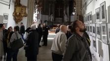 Photographies des Roms des époux Carret dans l'église des Clarisses