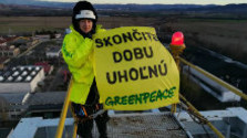 K veci: Greenpeace aktivisti za mrežami