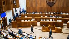 Continúa el debate en torno a la elección de candidatos a magistrados del Constitucional