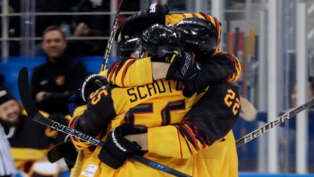 Nemci šokujúco zdolali Kanadu, vo finále proti OŠR