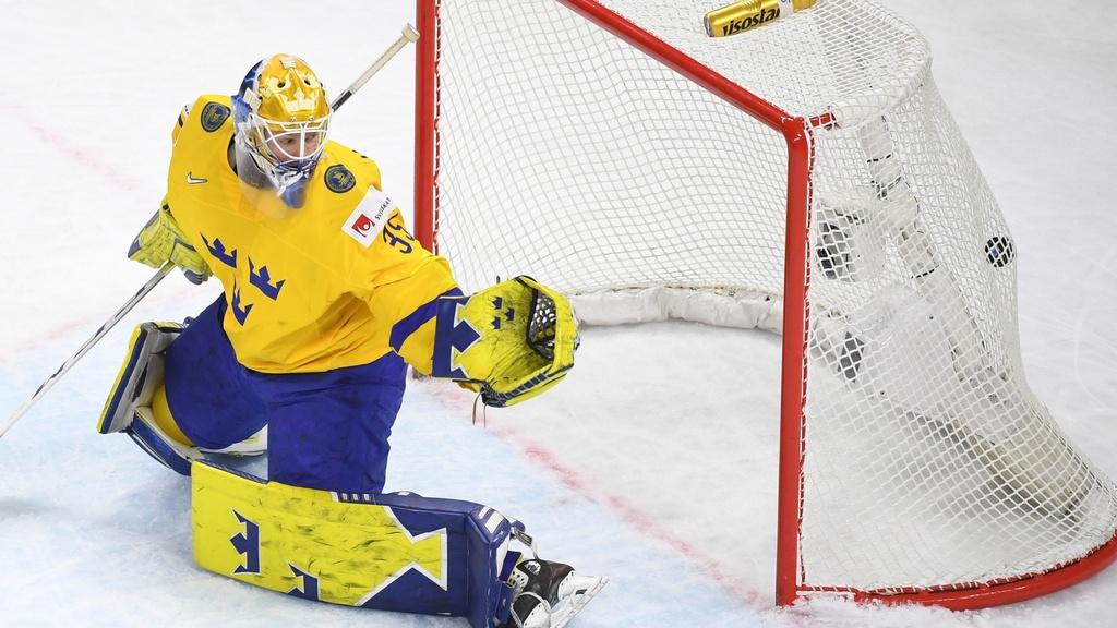 Švédi vyhrali nad Lotyšskom 3:2 a sú v semifinále