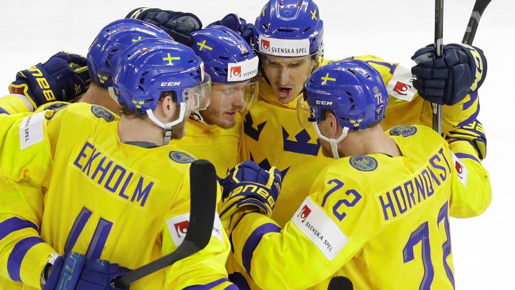 Švédi zdolali Švajčiarov 3:2 až po nájazdoch a obhájili titul